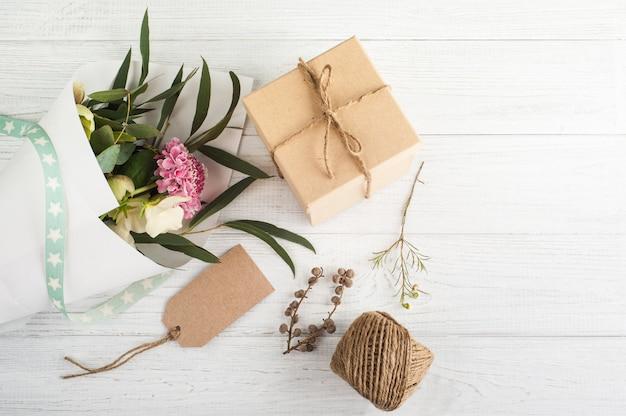 Cajas de regalo con etiqueta