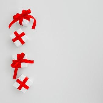 Cajas de regalo sobre un fondo blanco.