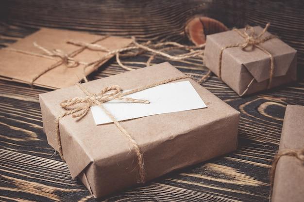 Cajas de regalo vintage con tarjeta en blanco