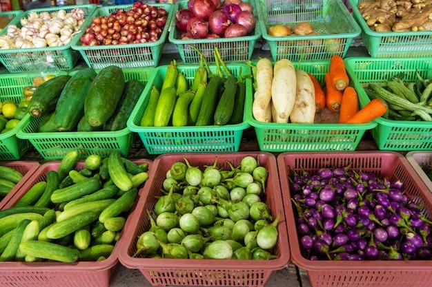 Cajas con varias verduras.