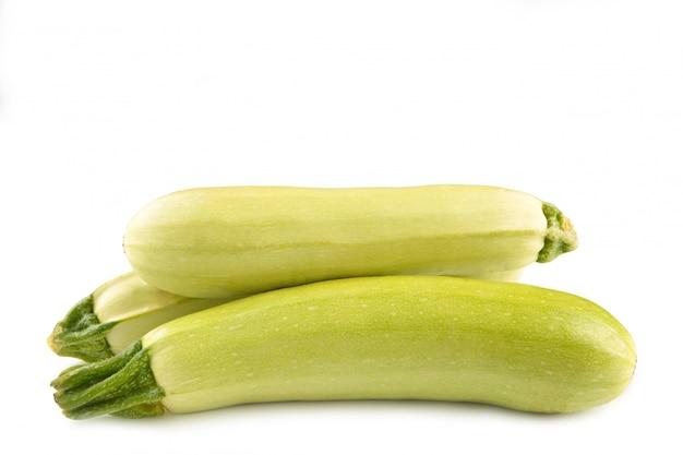 Calabacín calabacín de médula vegetal aislado sobre fondo blanco. vista superior