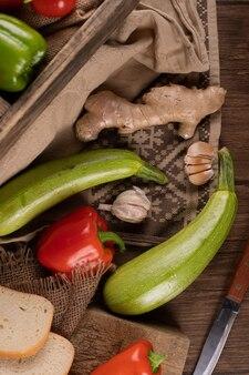Calabacín, pimiento rojo, jengibre y ajos