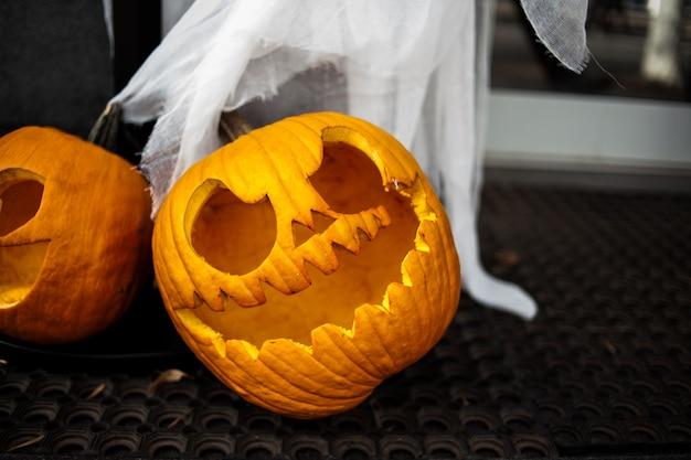 Calabaza de halloween jack o linternas con caras divertidas