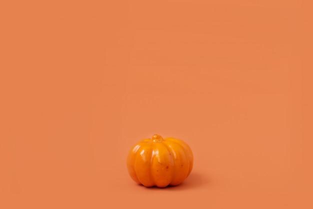 Calabaza de halloween con luz de velas