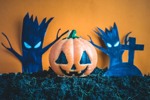 Calabazas de halloween en el suelo