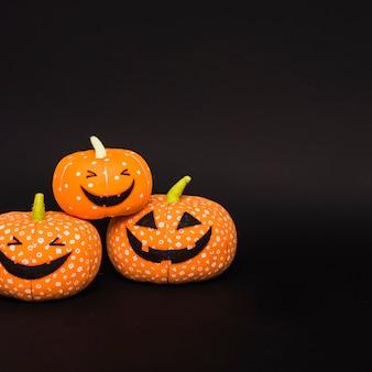 Calabazas sonrientes suaves de halloween