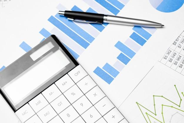 Calculadora, bolígrafo y gráficos