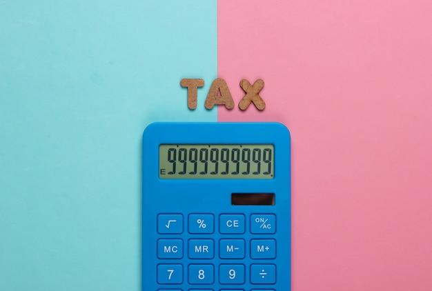 Calculadora con la palabra impuesto sobre pastel azul rosa