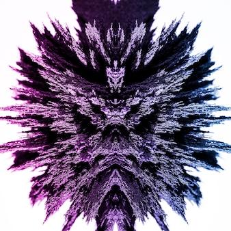 Caleidoscopio abstracto afeitado metálico magnético aislado sobre fondo blanco