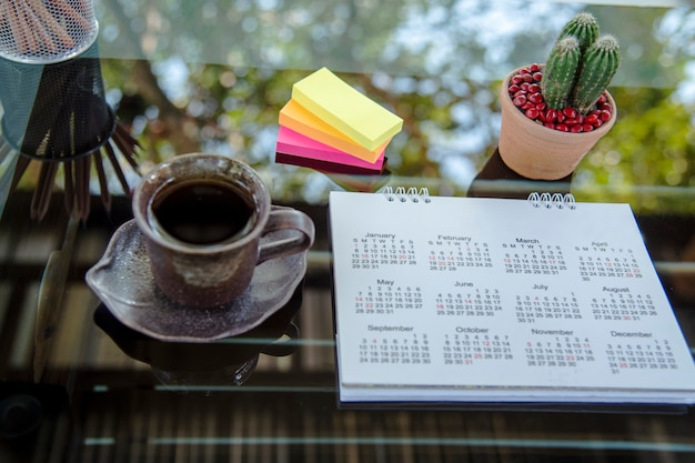 Calendario de 2020 planificador de escritorio agenda plan en evento programado. concepto de plan de eventos de calendario.