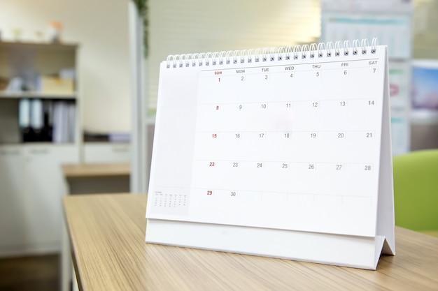 Calendario en el concepto de oficina de escritorio de planificador de eventos.