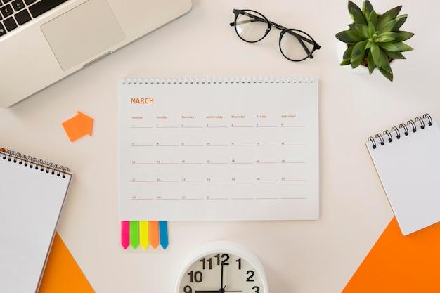 Calendario de escritorio plano
