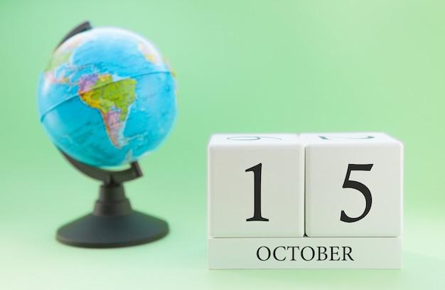 Calendario de madera con 15 días del mes de octubre