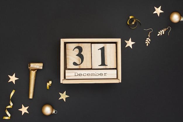 Calendario de madera y decoración de fiesta de año nuevo