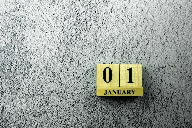 Calendario de madera vintage fijado en