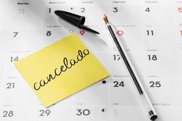 Calendario con mensaje de nota pospuesto