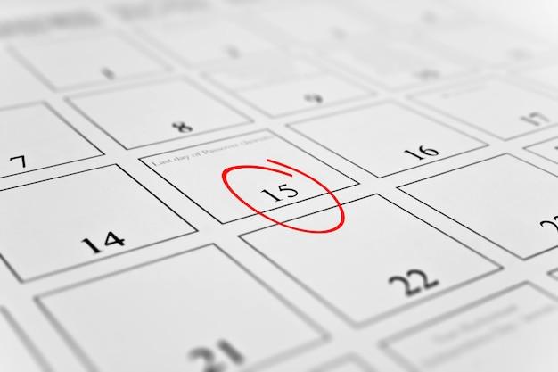 Calendario mensual con enfoque en el día 15