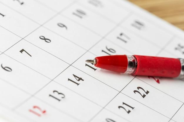 Calendario en la mesa