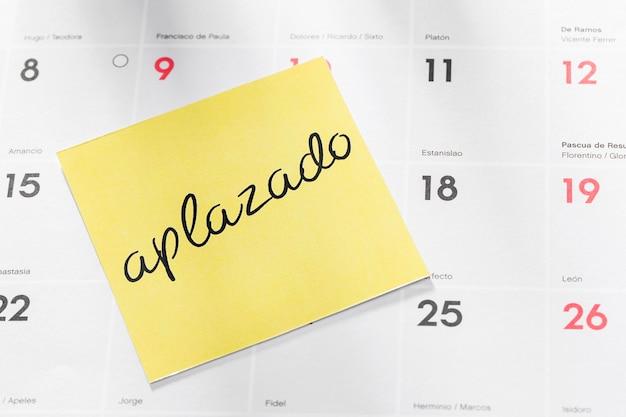 Calendario con nota pospuesta