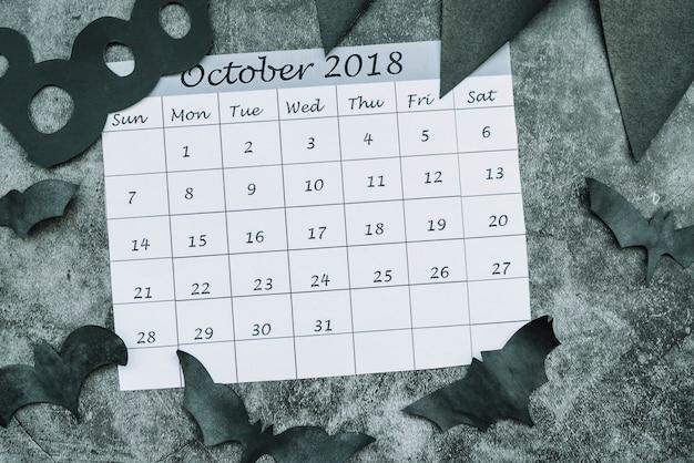 Calendario de octubre de 2018 entre murciélagos decorativos