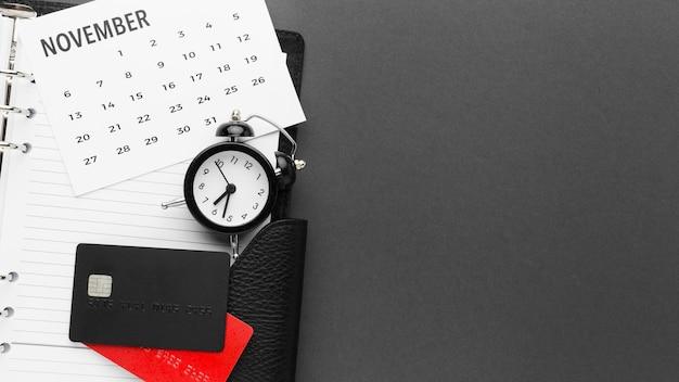 Calendario y tarjeta de crédito de venta cyber monday