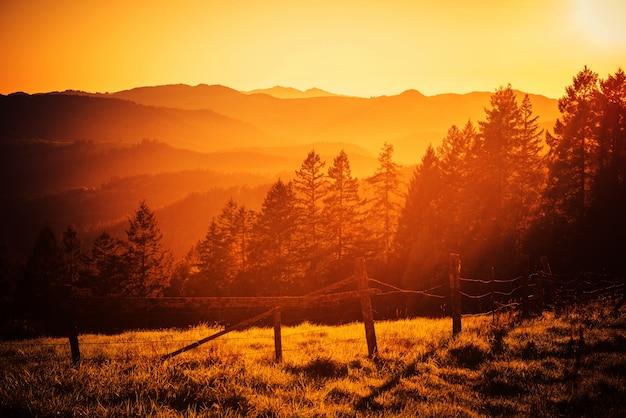 California hills puesta de sol
