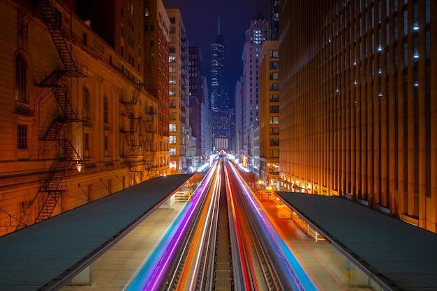Calle de chicago con líneas de movimiento