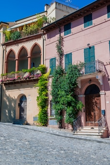 Calle en santarcangelo di romagna italia