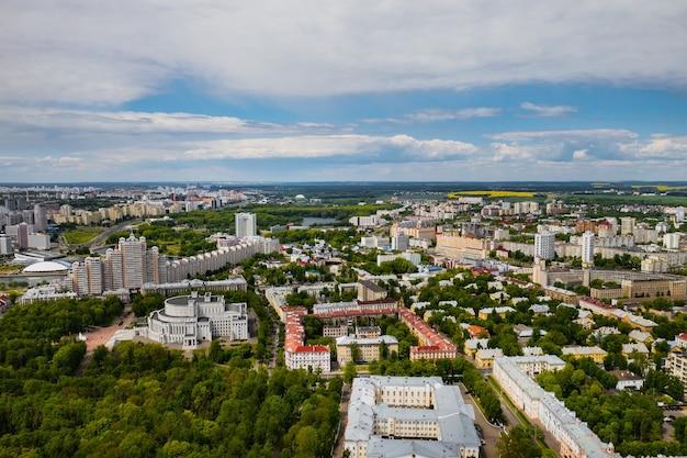 Las calles de minsk desde una vista de pájaro.el casco antiguo de la ciudad de minsk desde una altura