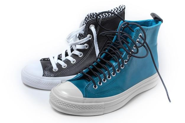 Calzado deportivo aislado sobre fondo blanco. zapatillas converse. foto de alta calidad