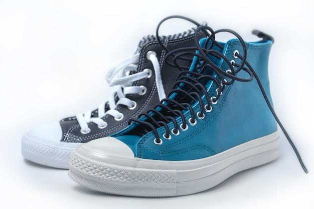Calzado deportivo aislado sobre fondo blanco. zapatillas. foto de alta calidad