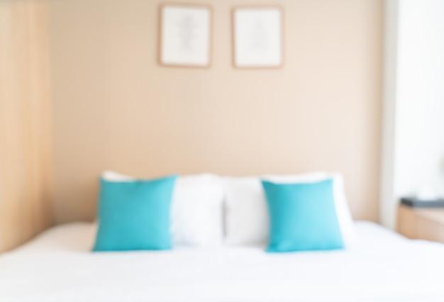 Cama borrosa abstracta en el dormitorio