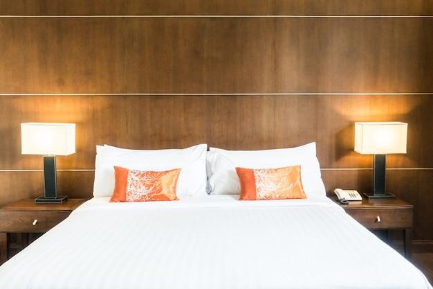 Cama doble vista desde los pies de la cama