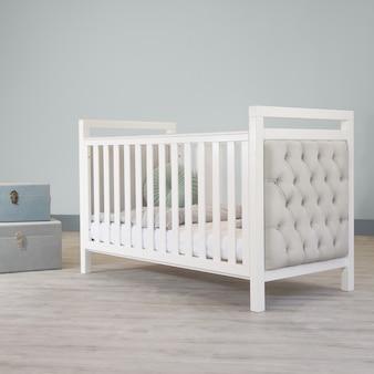Cama infantil en habitación infantil