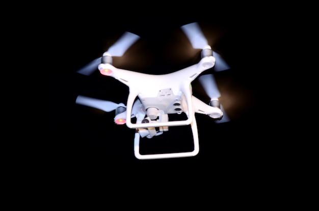 Cámara de drones volando en bodas y fiestas