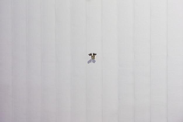 Cámara de seguridad cctv en factory warehouse wall en la oficina para vigilancia factory gua