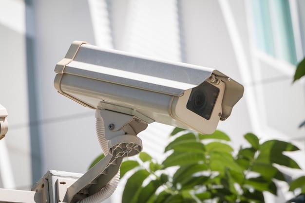 La cámara de seguridad detecta que el movimiento mira bien