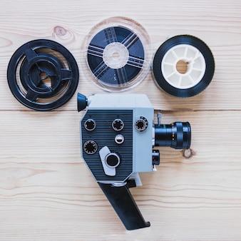 Cámara de video y carretes de película