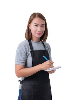 Camarera, repartidora o mujer de servicio en camisa gris y delantal.