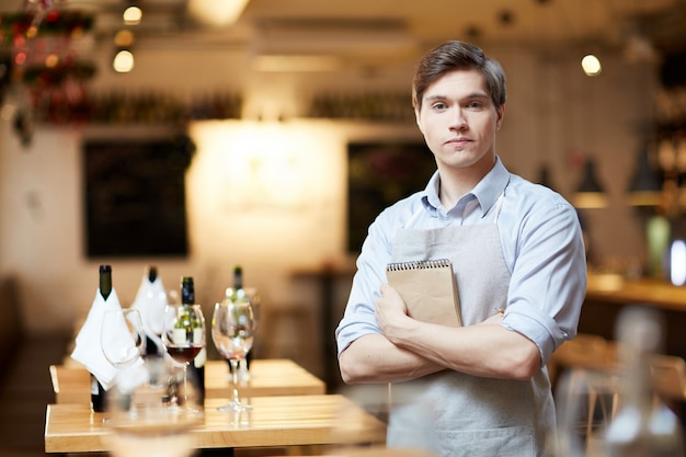 Camarero en restaurante