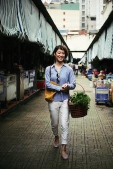 Caminando en el mercado