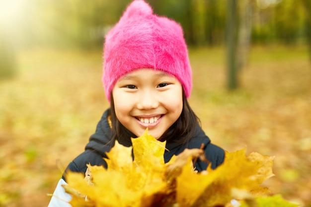 Caminar con hojas