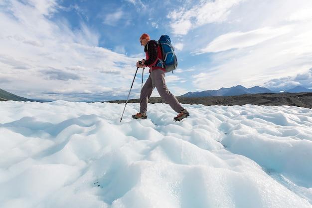 Caminata en wrangell-st. parque nacional elias, alaska. filtro de instagram.
