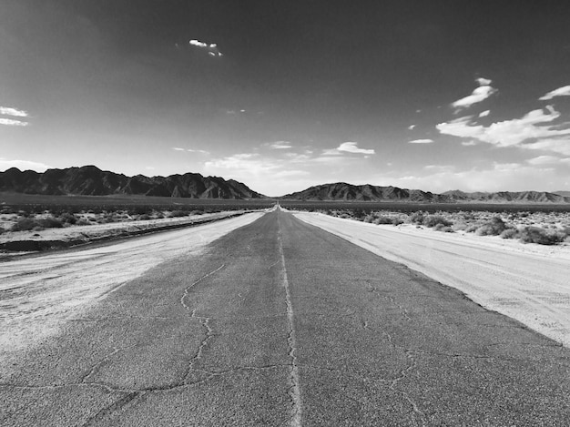 Camino del desierto a ninguna parte