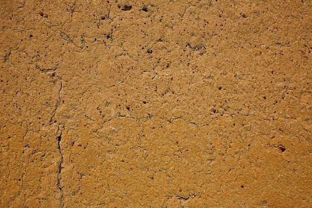 Camino de santiago, paredes de barro de adobe en palencia.