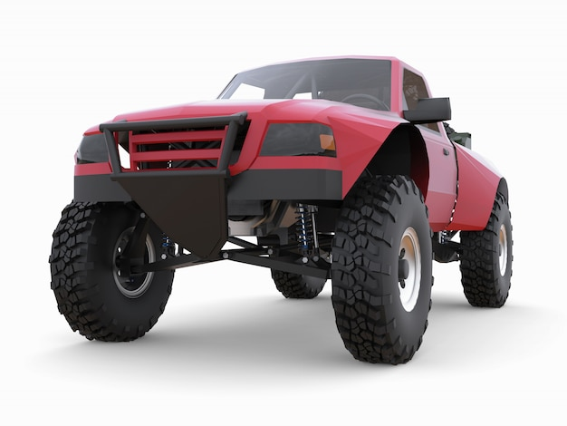 Camión de carrera deportiva rojo más preparado para el terreno desértico.