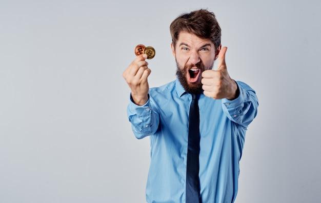 Camisa de hombre financiero con sistema de pago electrónico de criptomoneda de corbata