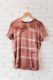 Camiseta abstracta pigmentada natural