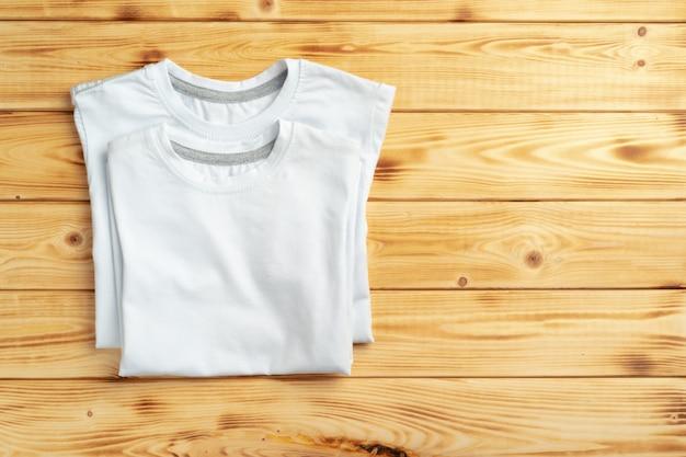 Camiseta de color blanco con espacio de copia para su diseño. concepto de moda