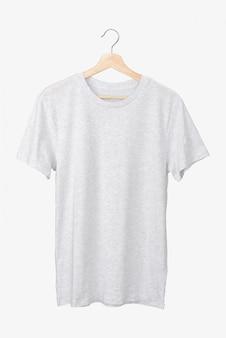 Camiseta gris básica sobre una percha.
